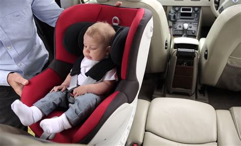 The 360-Degree Rotating Britax Dualfix - 9 months & forever